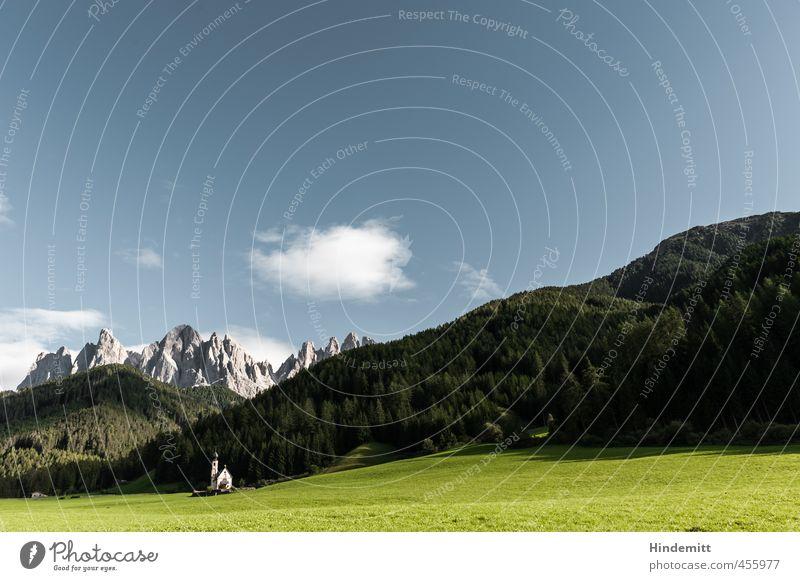 Ein Kirchlein steht im Walde ... (1) Himmel Natur Ferien & Urlaub & Reisen blau grün Landschaft Wolken Umwelt Berge u. Gebirge Wiese grau klein außergewöhnlich