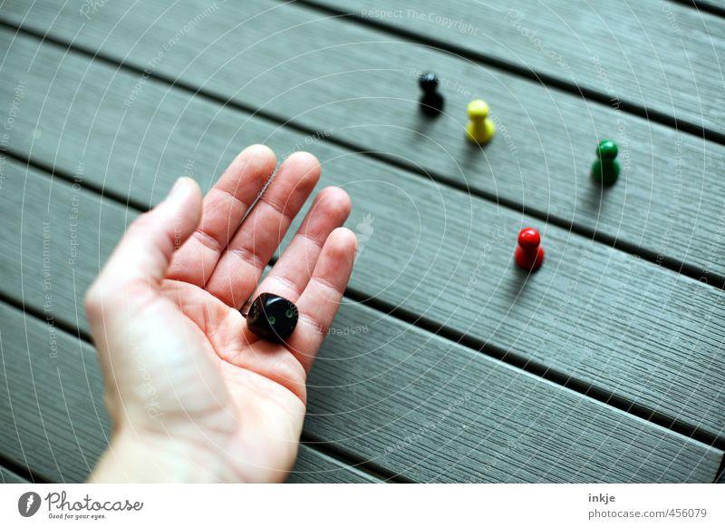 .....alle aus demselben Holz? Karriere Erfolg Sitzung Team Parteien Erwachsene Leben Hand 1 Mensch Spielzeug Würfel Spielfigur Stimmung klug Gerechtigkeit
