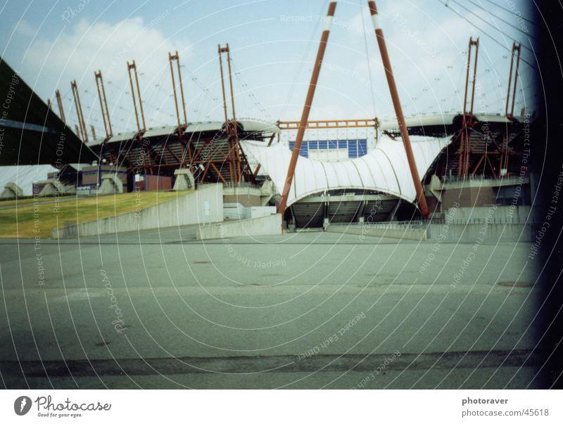 Stadio Stadion Stadio Delle Alpi Turin Italien Sport Torino Juventus Fußballstadion Farbfoto Menschenleer Pfosten Dach Konstruktion Außenaufnahme gespannt