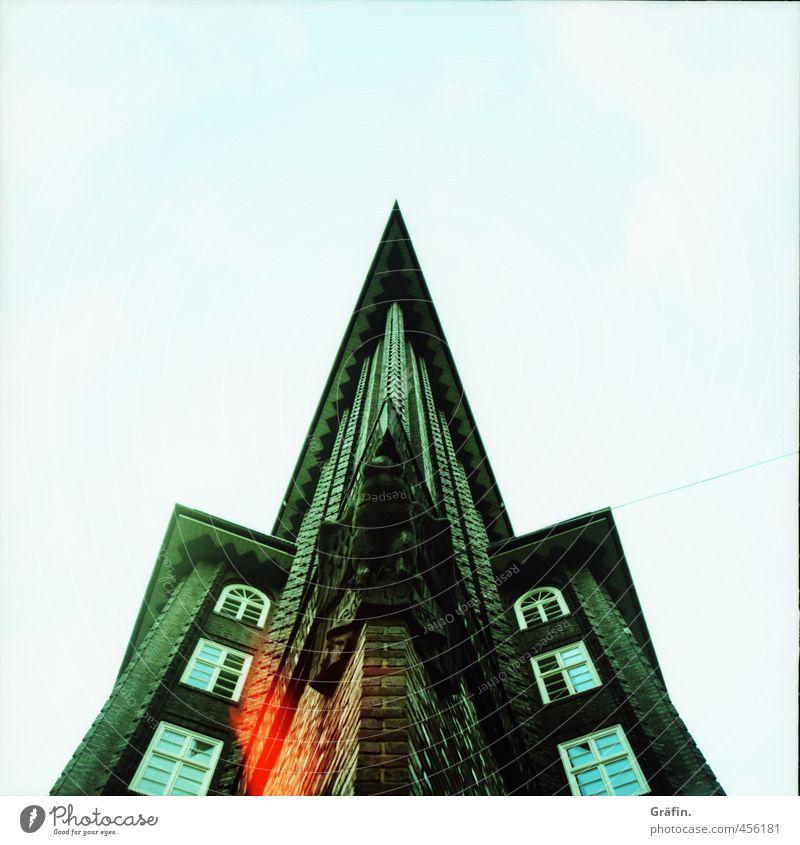 Symmetrie Haus Hochhaus Bauwerk Gebäude Architektur Sehenswürdigkeit Chilehaus Häusliches Leben eckig historisch hoch Spitze grün schwarz Zufriedenheit Farbfoto