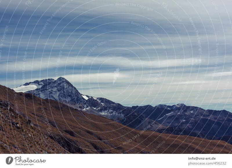 Up Umwelt Natur Landschaft Erde Himmel Wolken Hügel Felsen Alpen Berge u. Gebirge Gipfel Schneebedeckte Gipfel Gletscher blau braun gold kalt Aussicht Freiheit