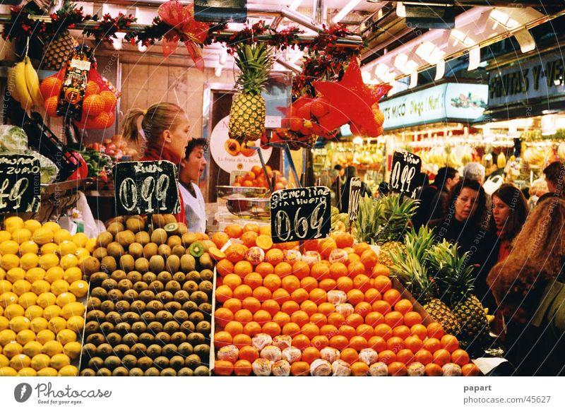 Fruits saftig Gesundheit Markt Handel kaufen frisch mehrfarbig gelb orange Zitrone Halle Kiwi Preisschild Markthalle Kunde verkaufen werben Bündel Bioprodukte