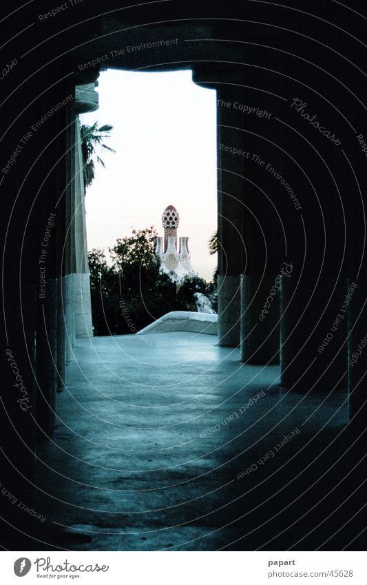 Tunnelblick blau weiß Ferien & Urlaub & Reisen Einsamkeit dunkel Freiheit Architektur Mauer Stein Kunst Angst gefährlich Suche Boden Ziel Bauwerk