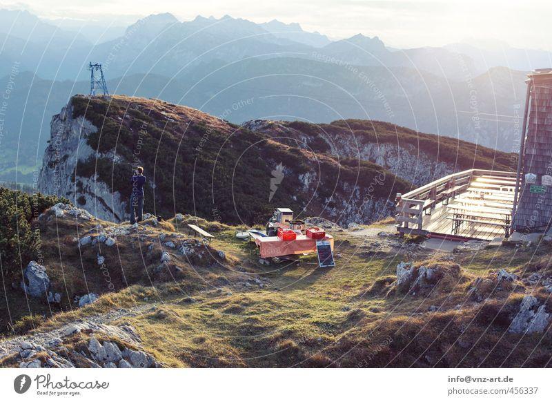 Gipfel Licht Außenaufnahme Landschaft Berge u. Gebirge Hügel Natur Aussicht Himmel Wolken Ferne Freude Moos Gras Sträucher Freiheit Stimmung Farbfoto