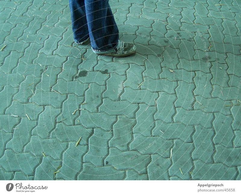 Ich steh auf Beton! Schuhe Hose grau Mann Beine Jeanshose