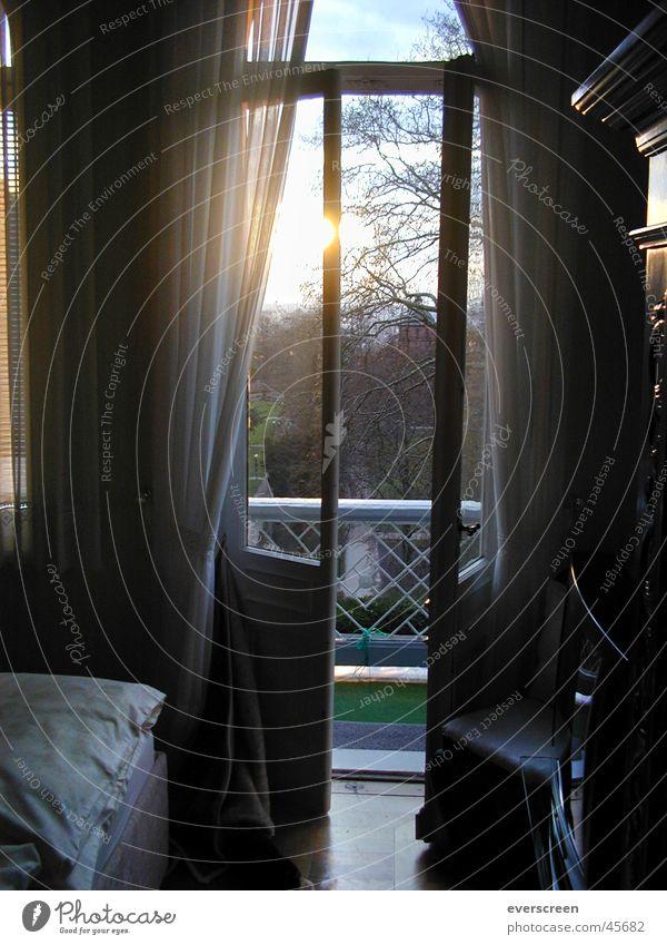 Morgens im Schloß Sonnenaufgang Villa Exklusivität Schlafzimmer lüften Luft Balkon Balkontür Geister u. Gespenster Sonnenuntergang Sommer Nacht Hotel