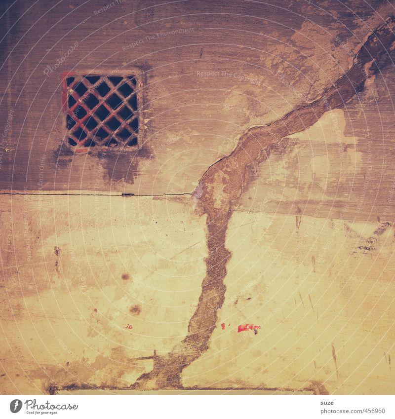 Alles hat seine Zeit Mauer Wand Fassade alt authentisch dreckig einfach kaputt trist trocken braun Verfall Vergangenheit Vergänglichkeit Mallorca mediterran