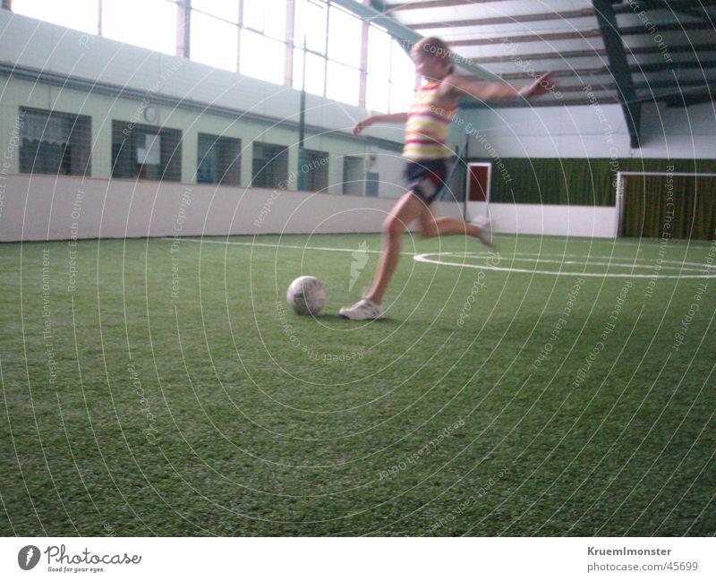 Torschuss Mädchen Sport Fußball Ballsport Schuss Kunstrasen
