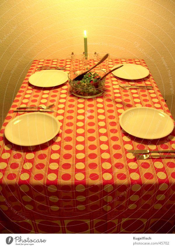 Weihnachten 1974 Ernährung orange Tisch retro Kerze Punkt Teller Gemüse Abendessen Siebziger Jahre Besteck Salat Gedeck Fototechnik