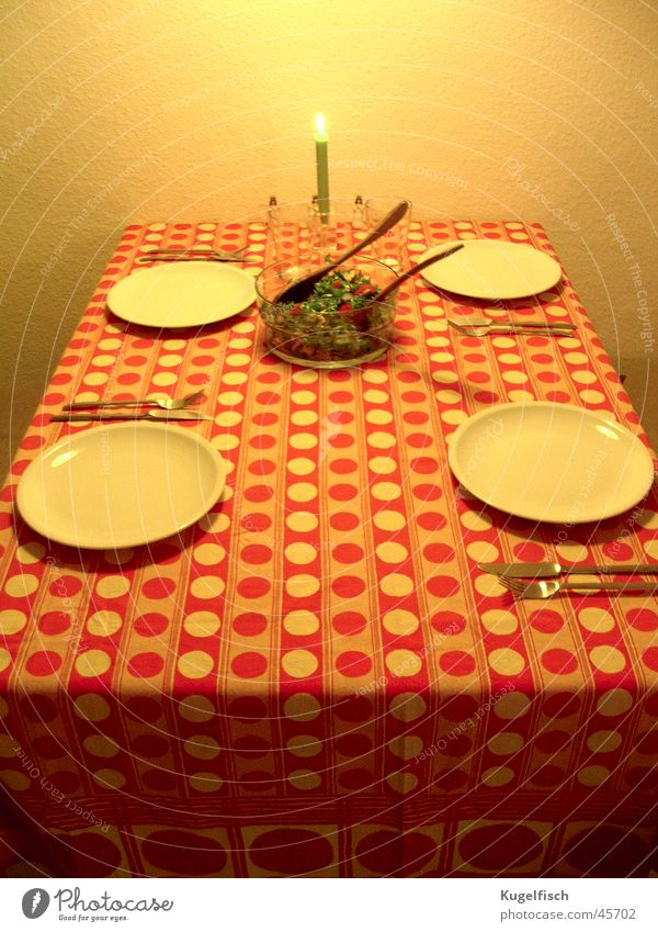 Weihnachten 1974 Siebziger Jahre Tisch Gedeck retro Teller Kerze Abendessen Besteck Fototechnik Punkt Ernährung orange Salat
