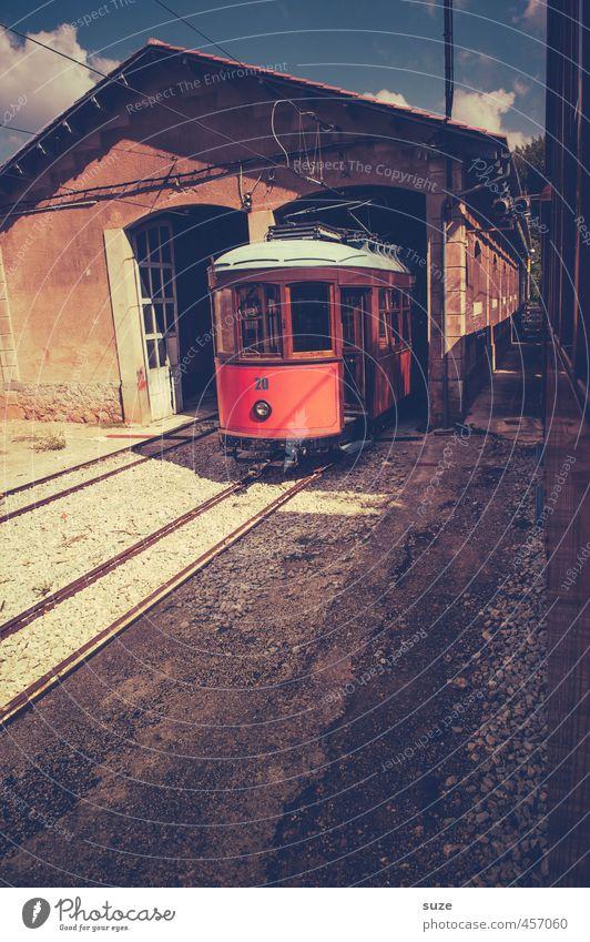 Bimmelbahn Ferien & Urlaub & Reisen alt Sommer rot Reisefotografie Wege & Pfade Gebäude Verkehr Tourismus Eisenbahn fantastisch retro historisch Spanien Ziel
