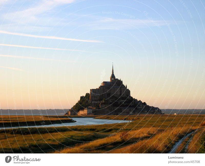 Mont Saint Michel Hügel Meer Küste Stimmung Ferien & Urlaub & Reisen Frankreich Europa Kloster Mittelalter Abend Fluss Ferne historisch Historische Bauten