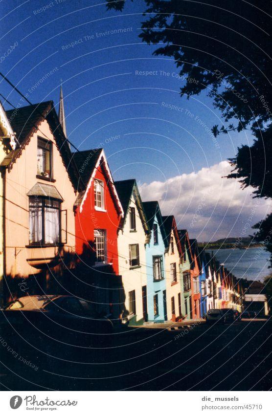 bunte stadt Haus Fischerdorf mehrfarbig Reihenhaus Architektur Republik Irland Perspektive