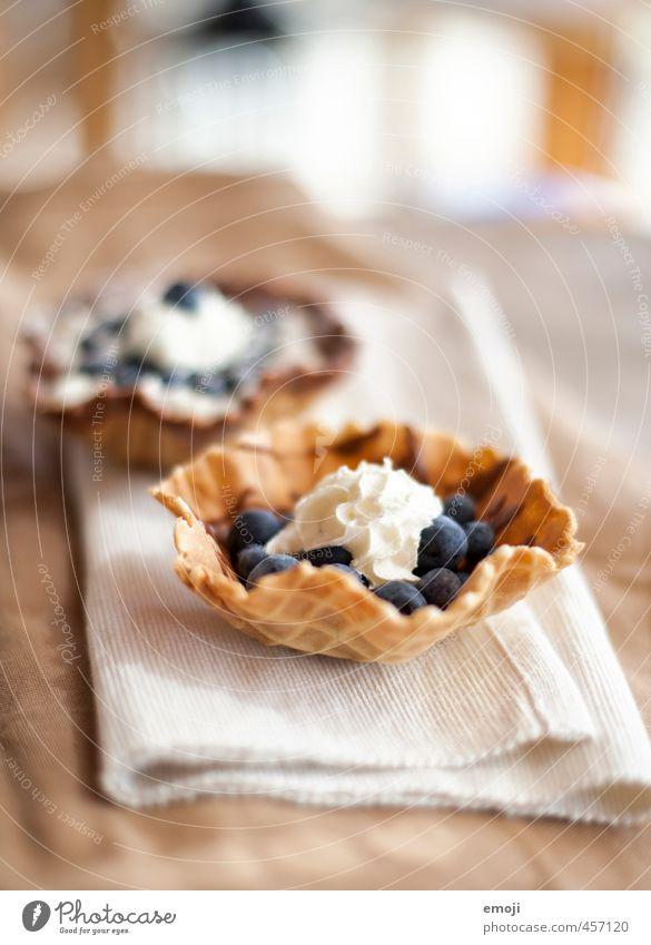 blueberry Frucht Dessert Süßwaren Sahne Blaubeeren Ernährung lecker süß Waffel Farbfoto Innenaufnahme Menschenleer Tag Schwache Tiefenschärfe