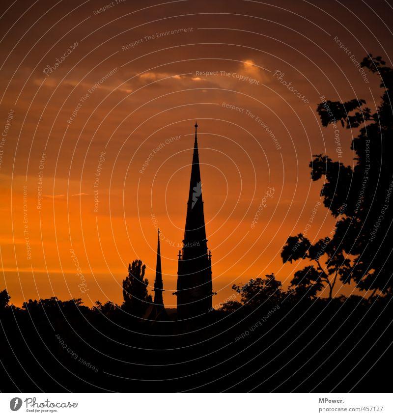 heilig-geist-kirche Altstadt Kirche Bauwerk Gebäude Architektur Dach dünn Religion & Glaube Spitze Silhouette Kontrast Wolkenhimmel Baumkrone 2 Abenddämmerung
