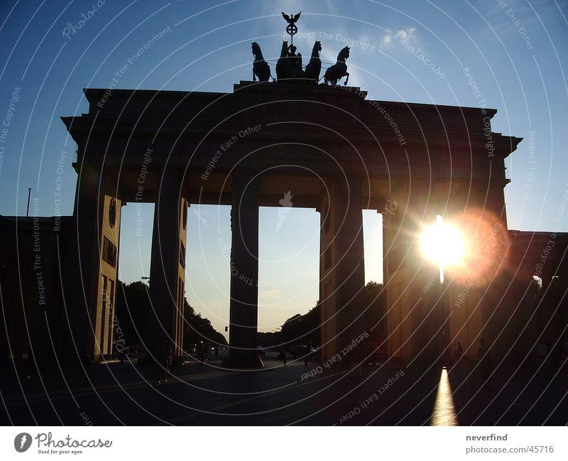 Tor zur Sonne Sonne Berlin historisch Brandenburger Tor
