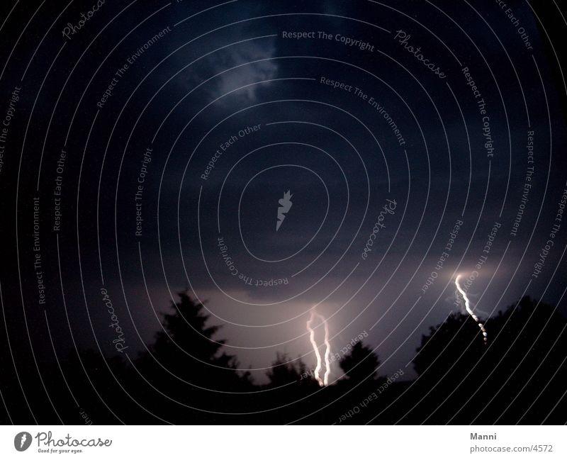 Gewitternacht dunkel Blitze Unwetter