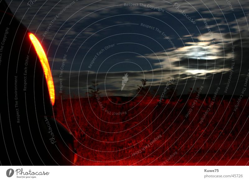 Mini Cooper by Night 1 Nacht Wolken Feld rot Lampe Rücklicht Verkehr PKW klein BMW Mond