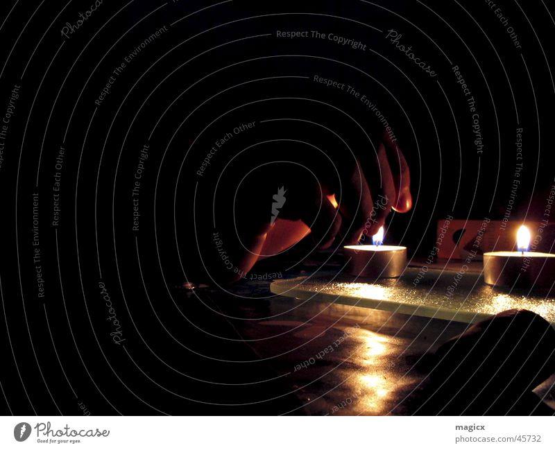 Spiel mit dem Feuer Mensch Hand dunkel Wärme Brand Kerze Freizeit & Hobby Physik brennen Flamme Teelicht