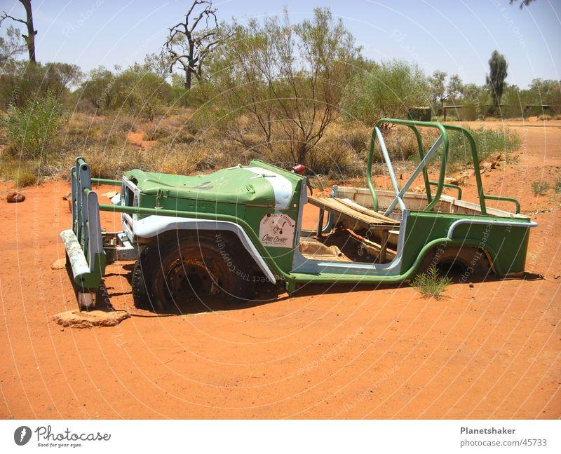 Ich sinke still... grün rot PKW Sand lustig Verkehr Sträucher Australien untergehen Outback