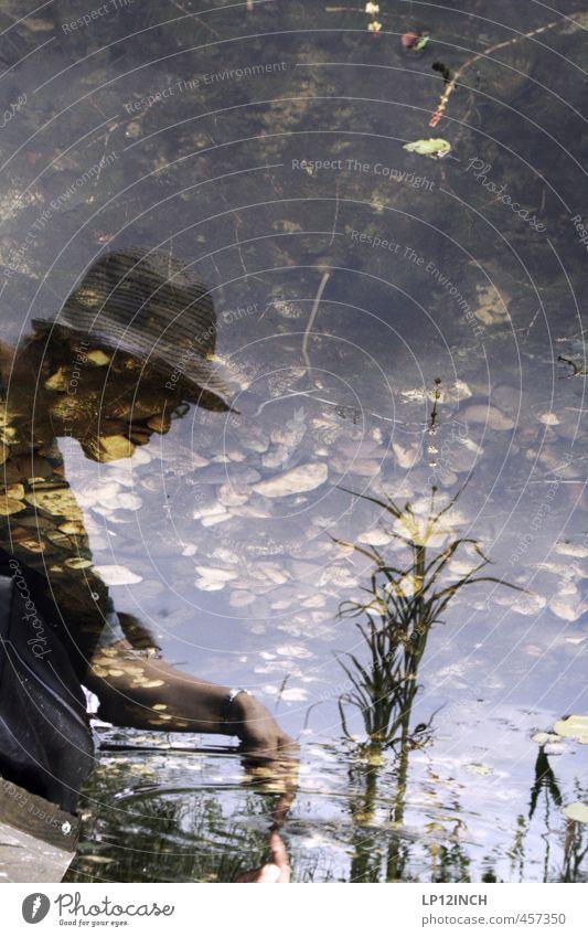 E.T. feminin Junge Frau Jugendliche Erwachsene Körper Kopf 1 Mensch 18-30 Jahre 30-45 Jahre Umwelt Natur Pflanze Tier Wasser Teich berühren Neugier bizarr