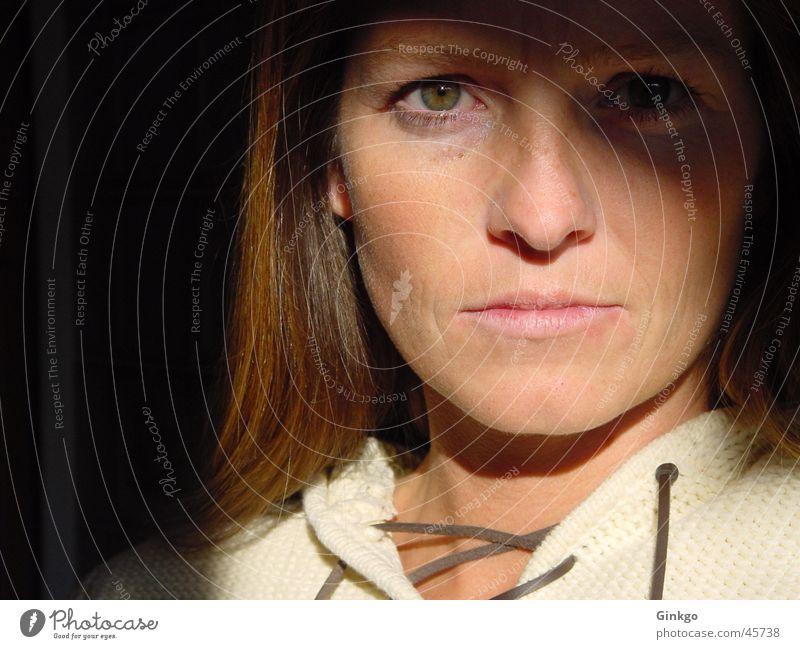 Guten Morgen! Licht Frau Porträt Sonne Schatten Gesicht Haare & Frisuren