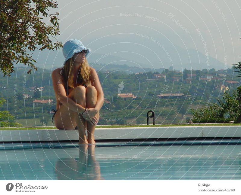 Mädchen am Pool Frau Wasser Sommer Ferien & Urlaub & Reisen Erholung Schwimmbad Italien Hut