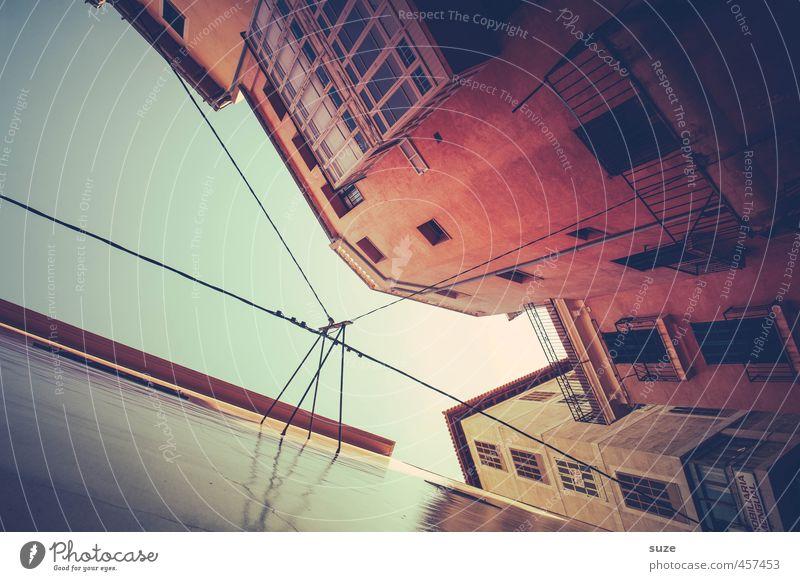 Kopp in' Nacken Himmel Ferien & Urlaub & Reisen alt Stadt rot Haus Fenster Wärme Wand Reisefotografie Gebäude Architektur Fassade Häusliches Leben Tourismus