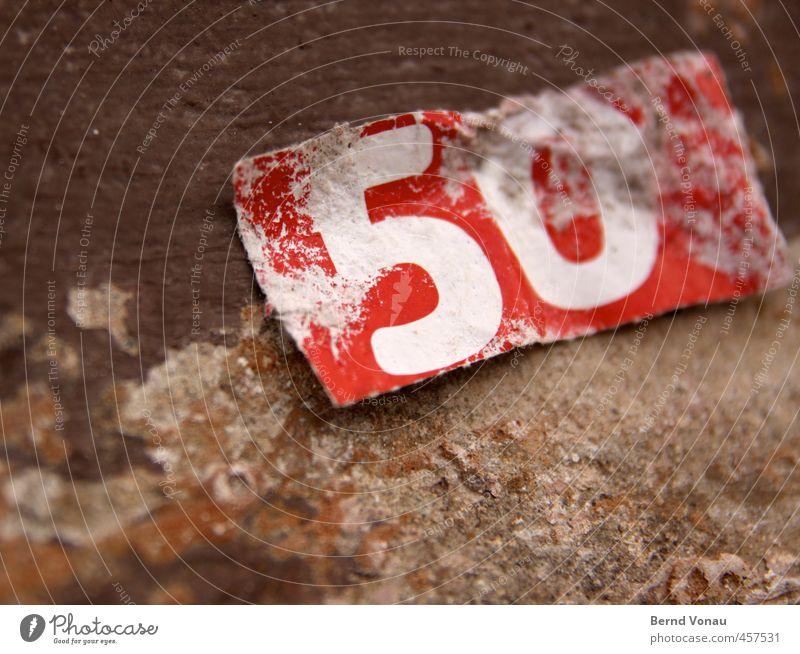 So fühlt sich das wohl an Zettel Ziffern & Zahlen braun rot weiß 50% 50 plus Papier alt Abnutzung abschnitt Sandstein Farbe Strukturen & Formen Midlife Crisis
