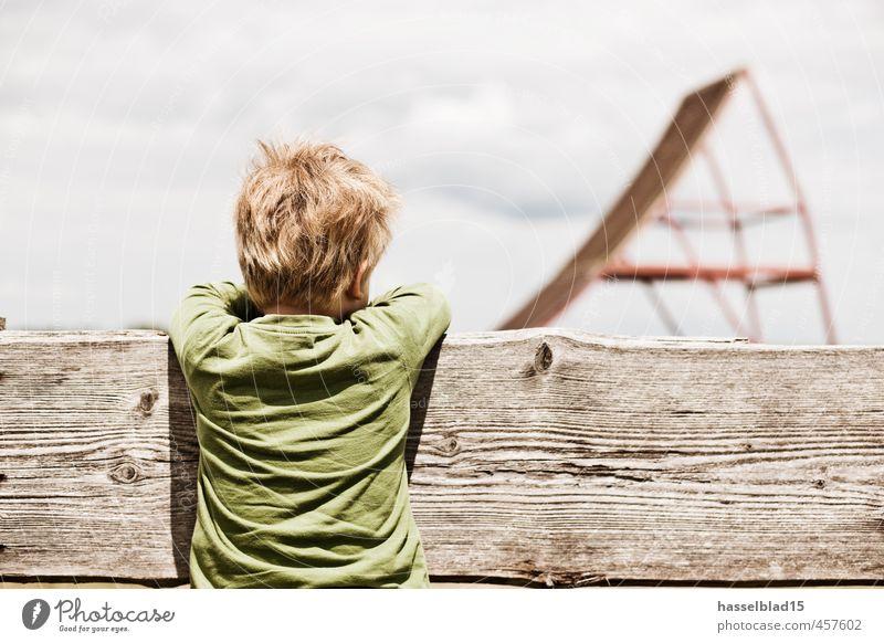 Wow. Mensch Kind Jugendliche Mädchen Freude Traurigkeit Junge Spielen Glück oben Freundschaft Freizeit & Hobby Kindheit Neugier Zaun Kleinkind