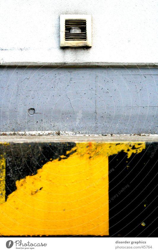 keep off schwarz gelb grau Industrie Ecke Schacht Lüftung Laderampe
