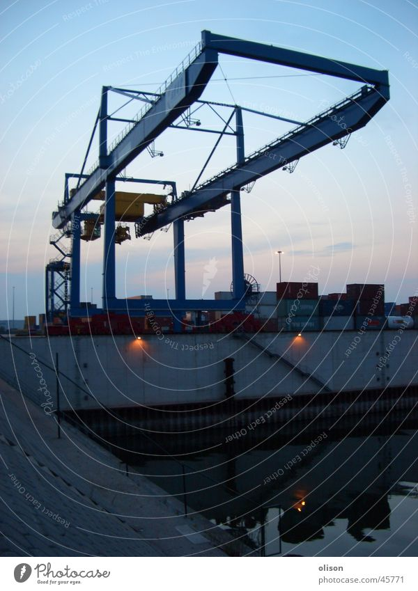 propaganda Industrie Güterverkehr & Logistik Hafen Kran Abenddämmerung Container Spedition Ladung Schaltpult