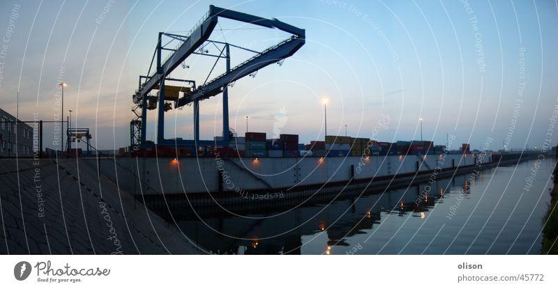 propaganda Kran Spedition Ladung Abend Panorama (Aussicht) Industrie Container Schaltpult Hafen Güterverkehr & Logistik Abenddämmerung groß