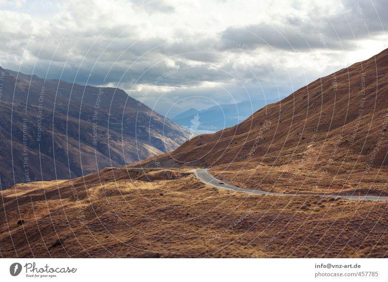 Frei Licht Beleuchtung Sonnenstrahlen Außenaufnahme Landschaft Straße Berge u. Gebirge Hügel Natur Aussicht Himmel Wolken Feld Ferne Freude Moos Gras Sträucher