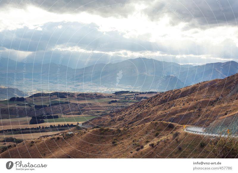 Light Licht Strahlung Sonnenstrahlen Außenaufnahme Landschaft Straße Berge u. Gebirge Hügel Natur Aussicht Himmel Wolken Feld Ferne Freude Moos Gras Sträucher