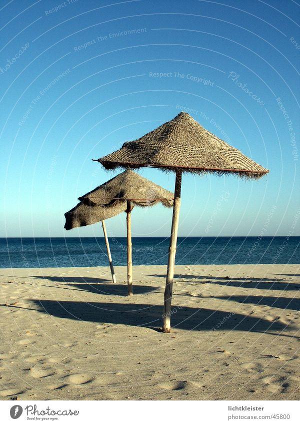 Lonely Beach Meer Strand Einsamkeit Sand Regenschirm Tunesien