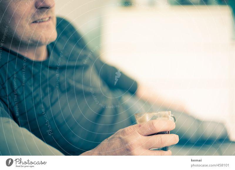 Kaffeepause Getränk Freizeit & Hobby Mensch maskulin Mann Erwachsene Leben Mund Hand Finger Oberkörper 1 45-60 Jahre liegen hell Gelassenheit ruhig Erholung