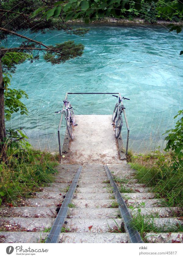 Zwei Räder Natur Wasser Treppe Fluss Steg