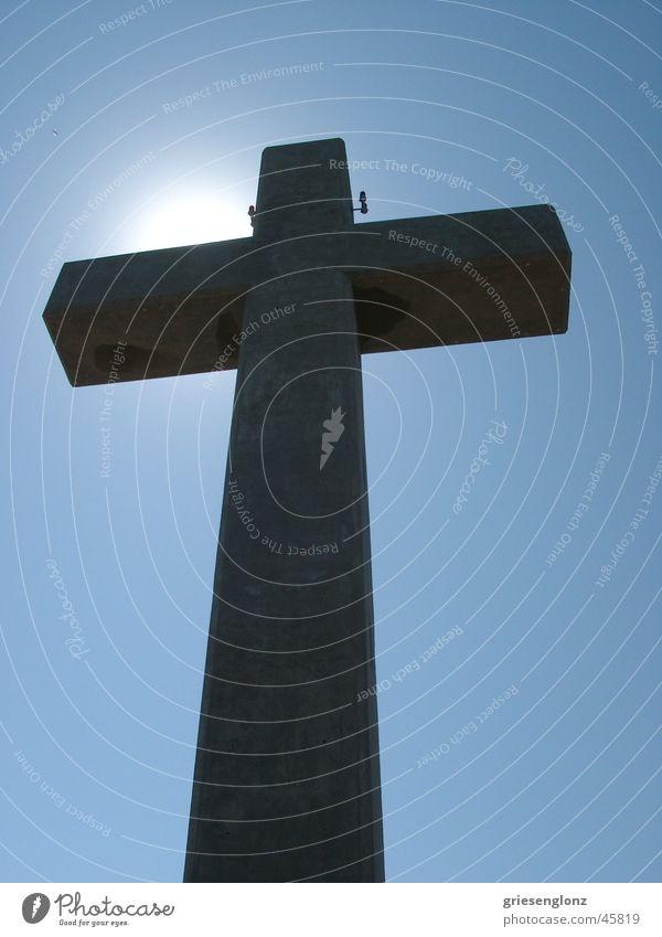 Das Kreuz Himmel Rücken Beton groß Perspektive Gotteshäuser