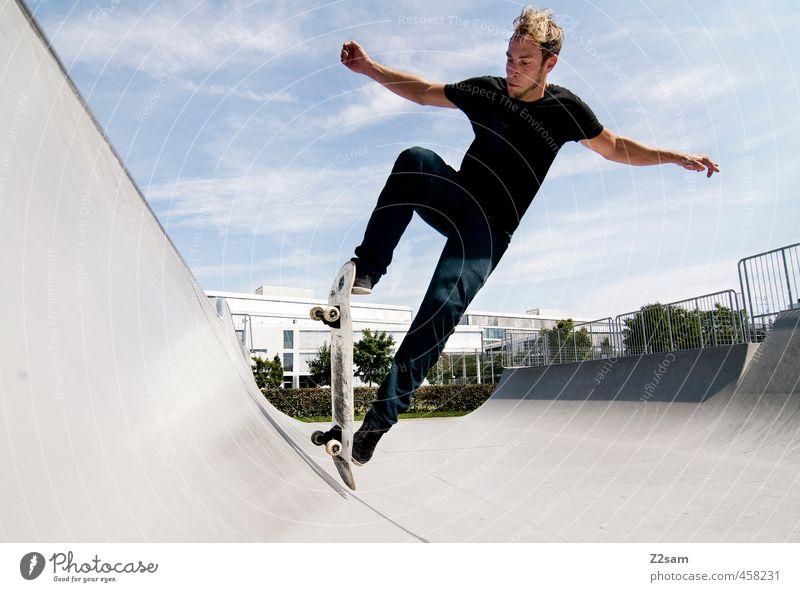 Auf die alten Tage! Himmel Jugendliche Junger Mann Erwachsene Sport Bewegung Stil springen maskulin Freizeit & Hobby blond elegant Lifestyle Schönes Wetter