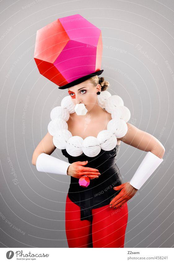 Mrs Cube elegant Stil Schminke feminin Junge Frau Jugendliche 18-30 Jahre Erwachsene Skulptur Mode Accessoire Ring Hut blond dunkel eckig exotisch modern