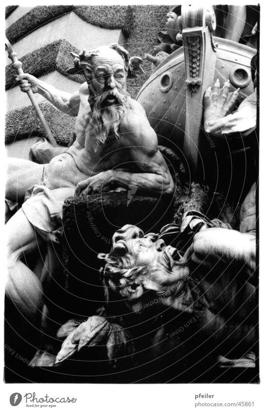 Poseidon Skulptur Brunnen Wien Wasserfahrzeug Mythologie Meeresgott historisch Stein Hofburg Schwarzweißfoto