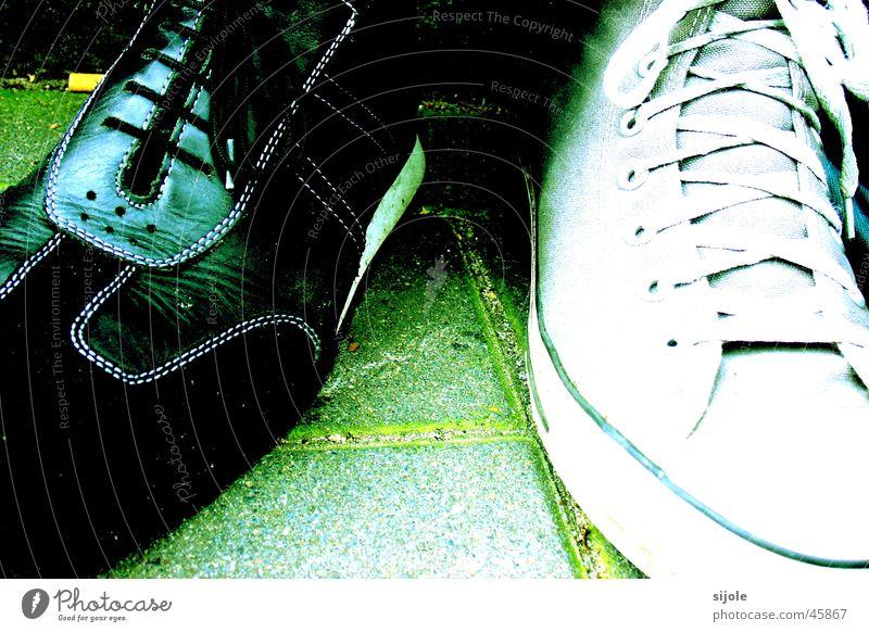 Schuhe Chucks grün Schuhpaar Gift schwarz weiß standhaft Freizeit & Hobby schwarzer schuh Schwarzweißfoto Bodenbelag