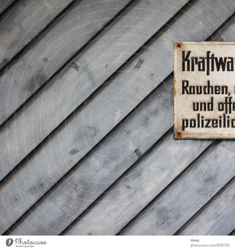 Innere Sicherheit Mauer Wand Fassade Verkehr Garage Garagentor Profilholz Holz Ziffern & Zahlen Hinweisschild Warnschild alt eckig historisch gelb grau