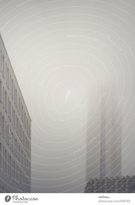 nebelbildung... Nebel Chemnitz Stadt Haus Hochhaus Bauwerk Gebäude Architektur Fenster grau trist Gedeckte Farben Außenaufnahme Menschenleer Textfreiraum oben
