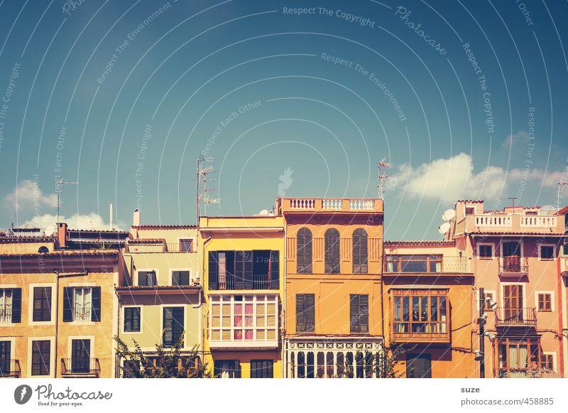 *2.600* Zusammen Himmel Ferien & Urlaub & Reisen alt Stadt Wolken Haus Fenster lustig Architektur Gebäude Fassade Häusliches Leben Lifestyle authentisch Design