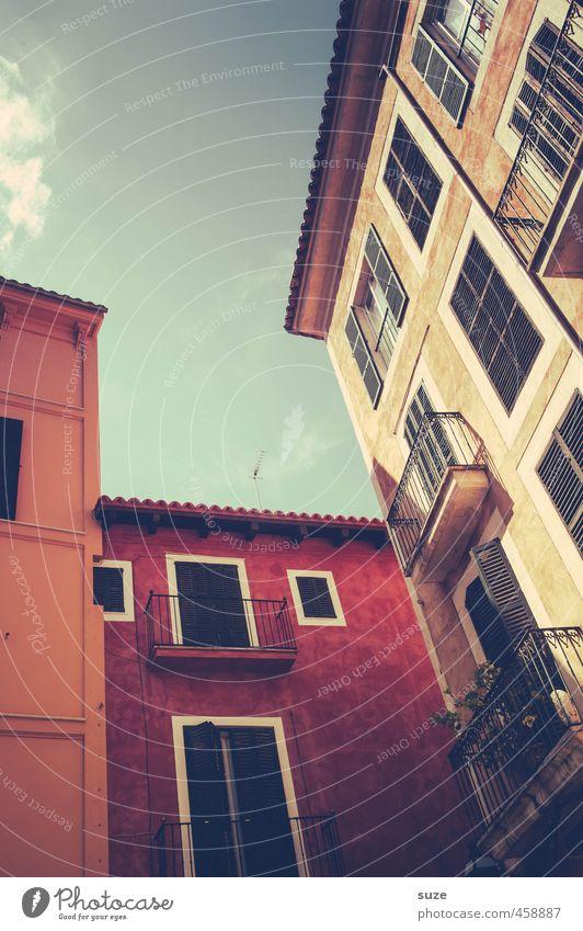 Hochmut Ferien & Urlaub & Reisen Stadt Sommer rot Haus Fenster Wand Reisefotografie Mauer Gebäude Architektur Fassade Häusliches Leben retro historisch Spanien