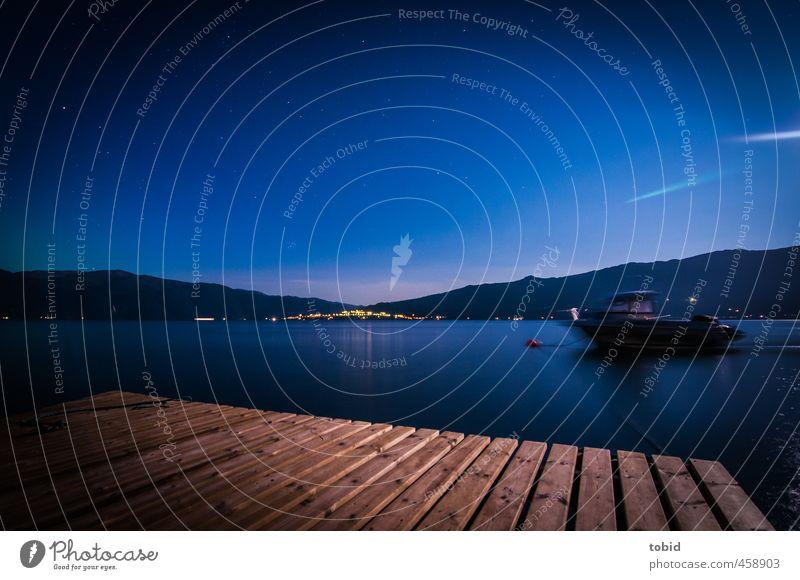Fjord bei Nacht Ferien & Urlaub & Reisen Wasser Himmel Stern Vollmond Küste Steg Sportboot Nachthimmel Sternenhimmel blau Wasseroberfläche Farbfoto