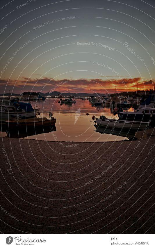 hafen Landschaft Himmel Wolken Sonne Küste Bucht Meer Schifffahrt Fischerboot Sportboot Motorboot Schlauchboot Ruderboot Hafen ästhetisch Kitsch Farbfoto