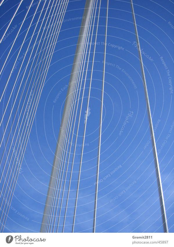 Brücke Himmel blau Metall Europa Brücke Stahl Bauwerk Stab Stahlträger Drahtseil